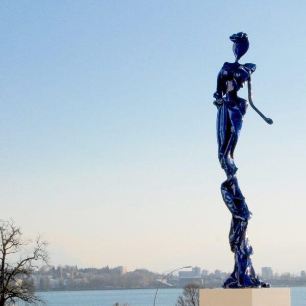 blaue Skulptur für den Park_Carbon Couture_Outdoor | Nonos