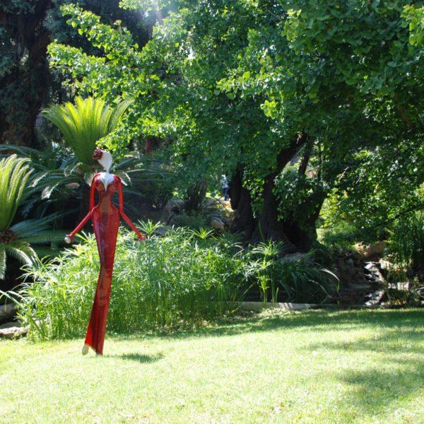 rote Skulptur für den Park_Carbon Couture_Outdoor | Nonos