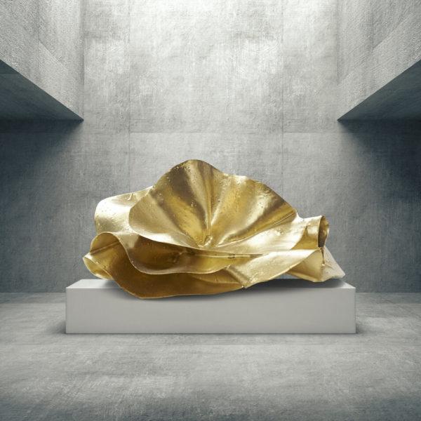 abstraktes, goldenes Kunstobjekt_Interior Design | Nonos