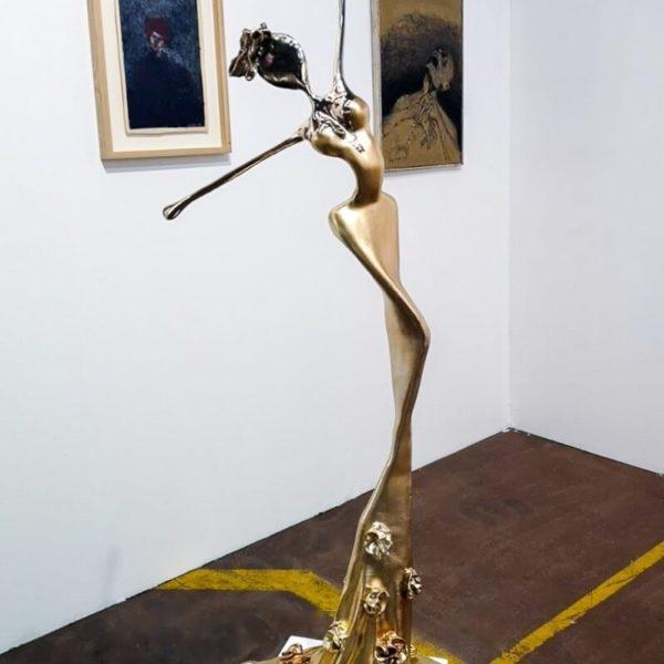 goldene Bronzeskulptur_Interior Design_Artdepot | Nonos