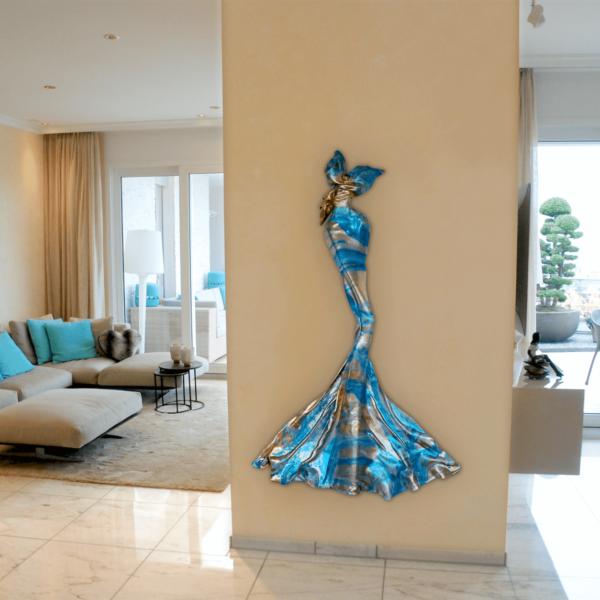 blaues Kleid aus Karbon und Harz_Wandobjekt_Carbon Couture | Nonos