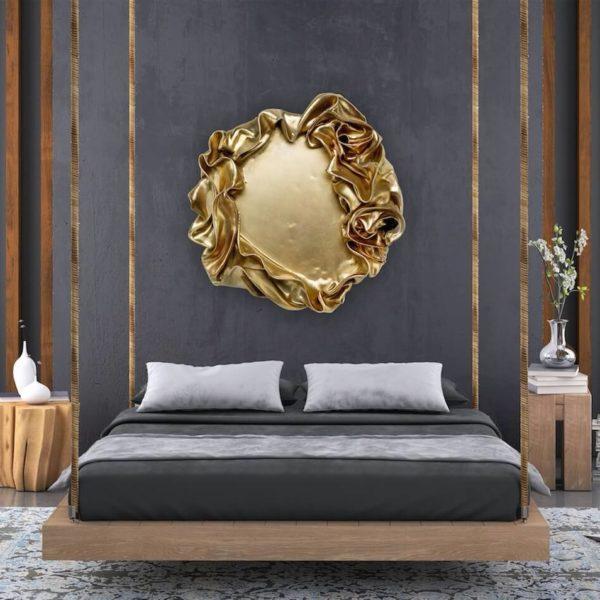 abstraktes, rundes Wandobjekt aus Fiberglas_goldenes Wandrelief_Interior Design | Nonos