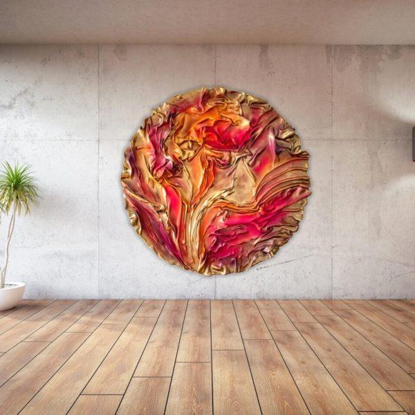 abstraktes, rundes Wandobjekt aus Fiberglas_goldenes, rotes Wandrelief_Interior Design | Nonos