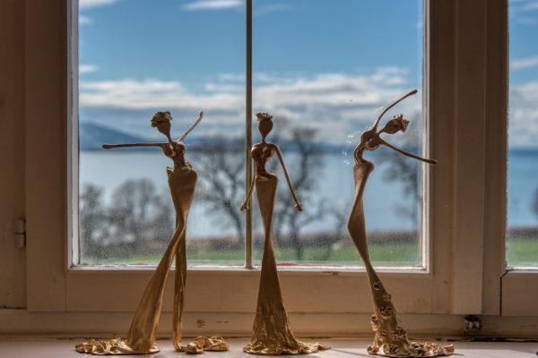 goldene, weibliche Bronzeskulpturen_Interior Design | Nonos