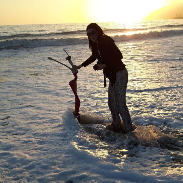 Skulptur am Strand von Santa Monica CA mit Saxophon Spieler