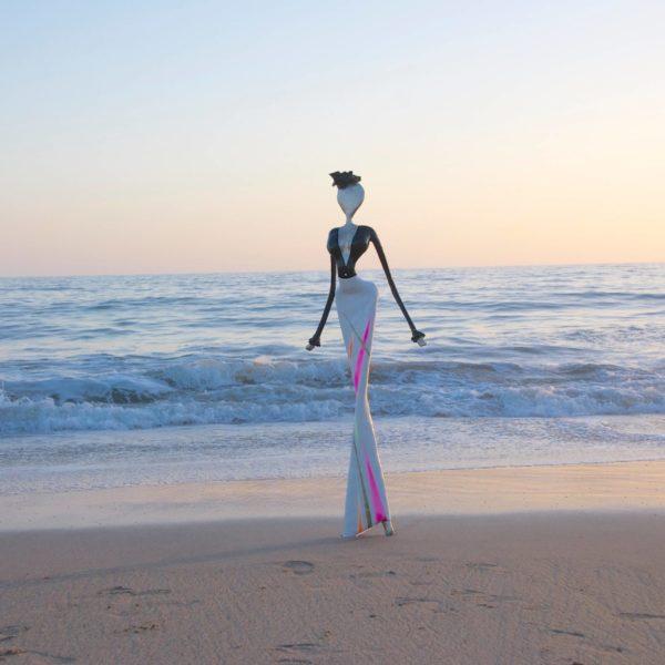 Skulptur am Strand von Santa Monica CA