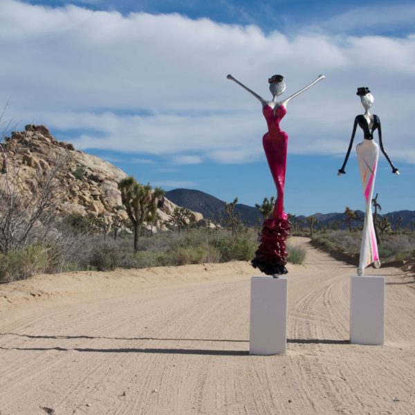 Skulpturen in der Wüste von den NONOS Welte Schwestern