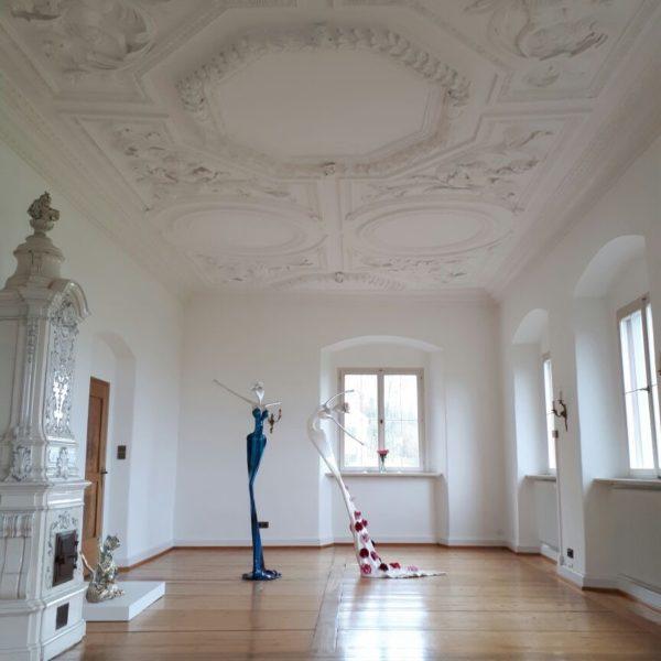 weibliche Skulpturen aus Fiberglas und Stahl_Interior Design | Nonos