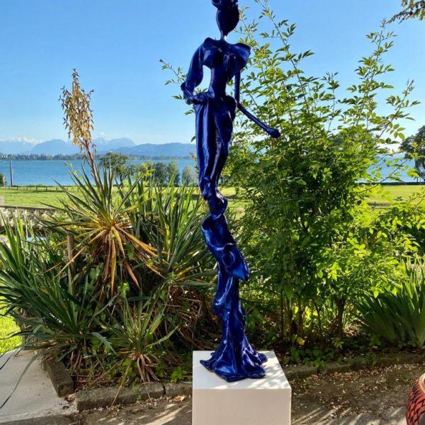 blaue, weibliche Skulptur für den Garten_Outdoor | Nonos
