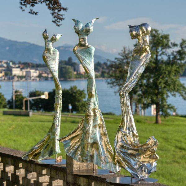 blaue Skulpturen für den Park_CarbonCouture | Nonos