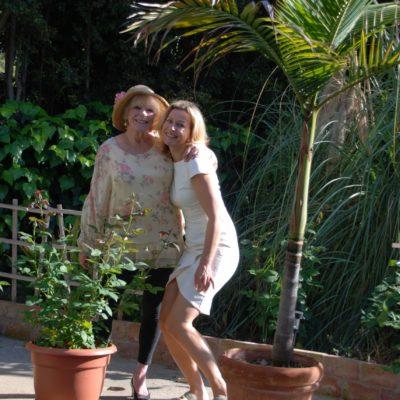 Bond Girl Elke Sommer in Los angeles Bel air mit Mercedes Welte
