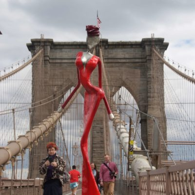 Brooklyn Bridge nyc wirh nonos art sculpture from the welte sisters