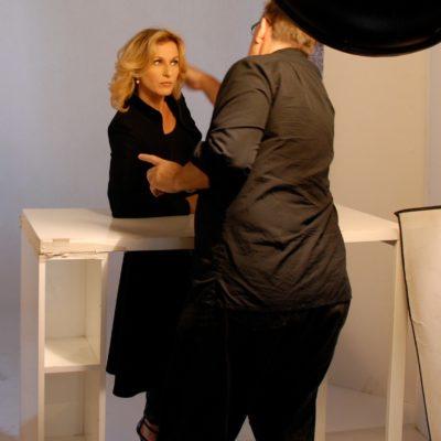 Fadil Berisha während dem fotografieren
