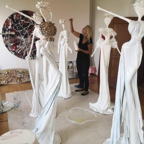 Nonos Skulpturen weiss
