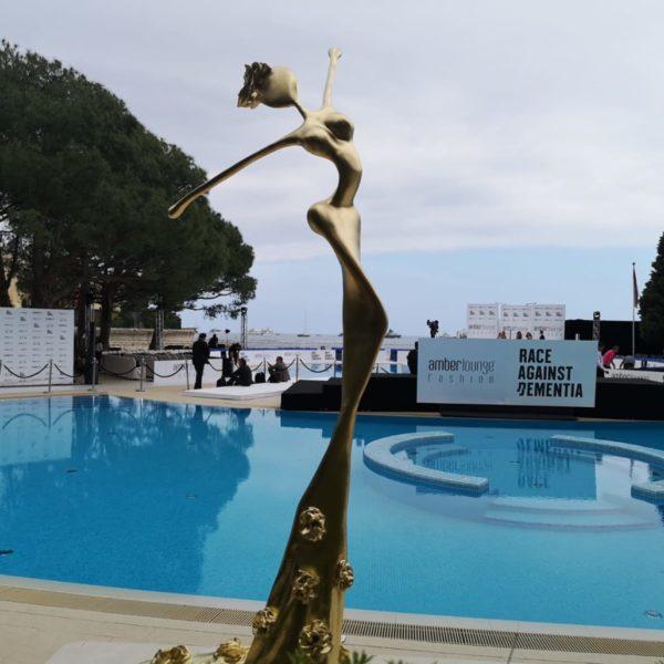 goldene, weibliche Skulpturen für den Park_Outdoor | Nonos