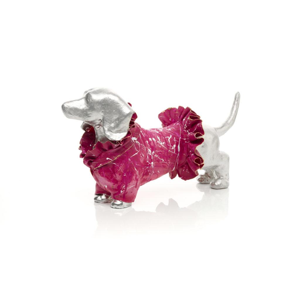 Pink, weiß, silberne Skulptur_ Dackel aus Acrystal, Carbon mit Epoxydharz_Samantha_Interior Design