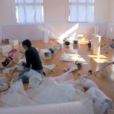 Verpacken der Skulpturen im Atelier