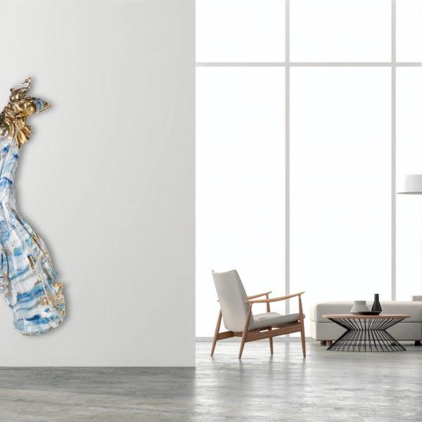 blau, weiß, goldenes Kleid aus Karbon und Harz_Carbon Couture_Interior Design | Nonos