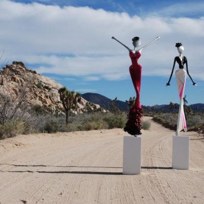 rote und weiße weibliche Skulptur aus Karbon_Kunst im öffentlichen Raum_Outdoor   Nonos