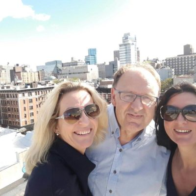 promi Fotographer Fadil Berisha in the roof top studio New York, with artist sisters Welte Franiska and Mercedes