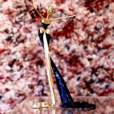 goldene, blaue, weibliche Bronzeskulptur_Interior Design   Nonos