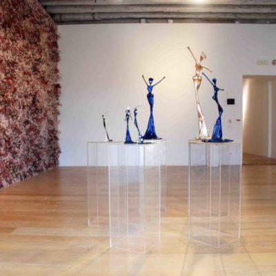 goldene und blaue, weibliche Bronzeskulpturen_Interior Design   Nonos